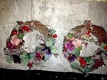 2 Matching Wreaths in Bolingbrook, Illinois